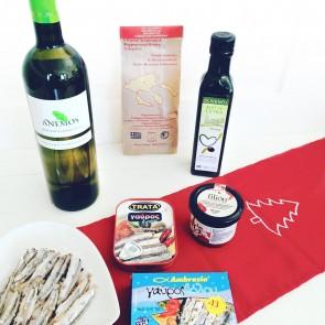 Geschenkkorb-Ideen Weißwein mit Delikatessen aus Griechenland