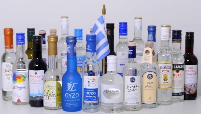 Ouzo, Tsipouro, Wein in kleinen Flaschen