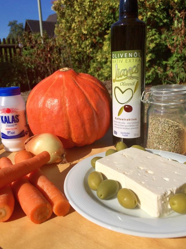 Kürbissalat mit Oliven, Feta und Olivenöl